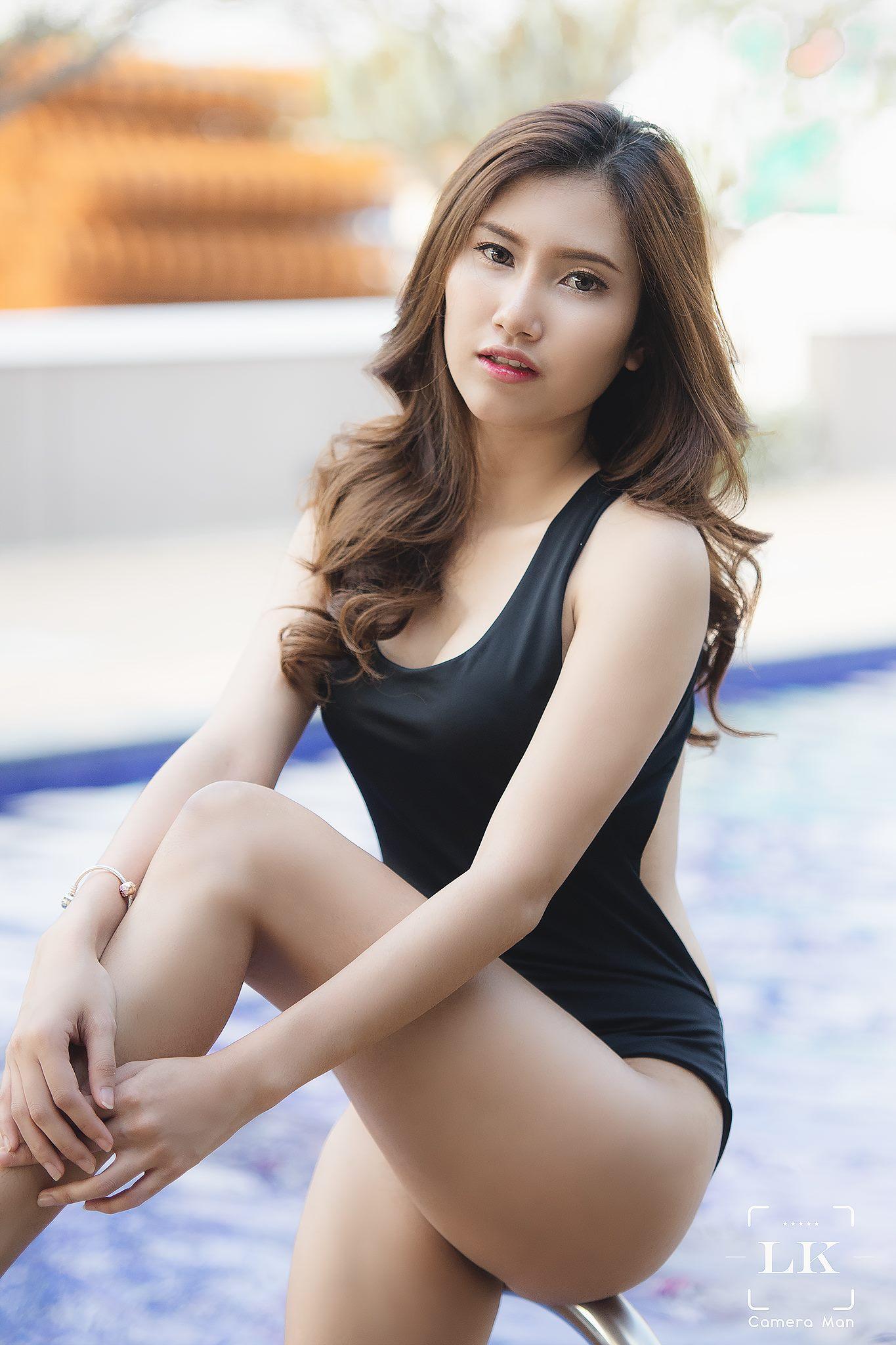 Black Ribbons - Monnapha Saengsawang