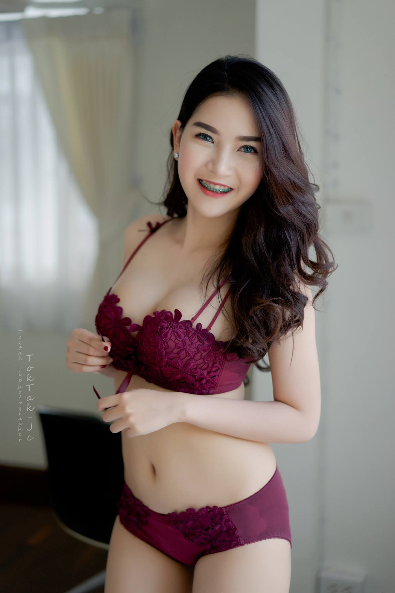 Sexy Maroon - Panjaporn Boom