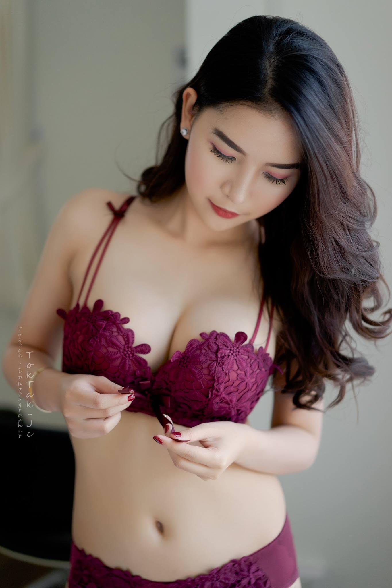 Sexy Maroon - Panjaporn Boom