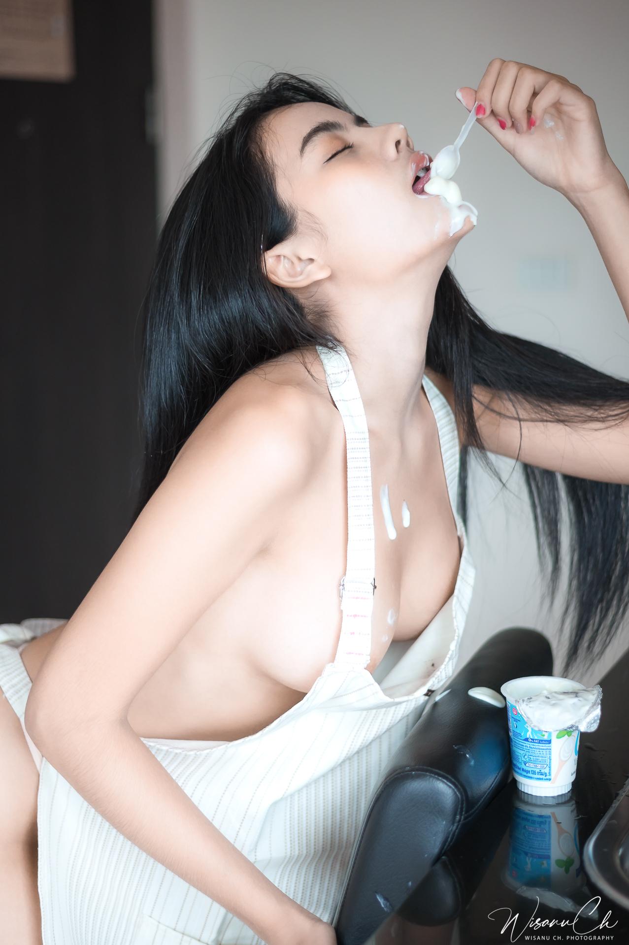 A Hungry Maid - Kanokwan Kamenid